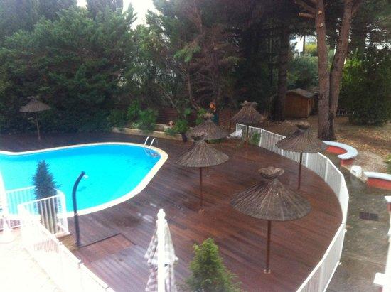 Le Quetzal Hotel : La piscina, in una serata di maltempo...