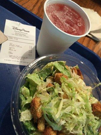 Restaurantosaurus : Chicken BLT salad and Wildberry Lemonade