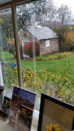 Woolverton Inn: Looking out form the main inn building
