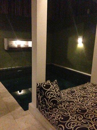 The Jas Villas : Villa 16, night by the pool