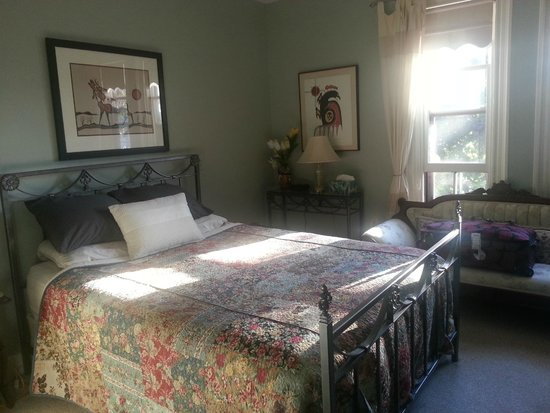 Turtle Island Bed and Breakfast: The Algonquin room