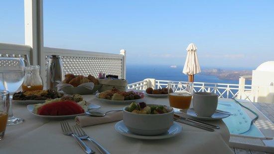 Celestia Grand: Breakfast in our private villa, amazing!