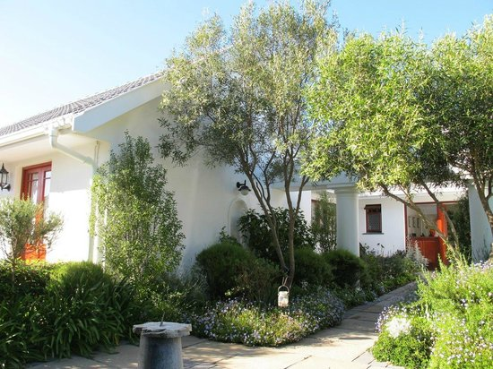 Dongola Guest House : Nice gardens and position