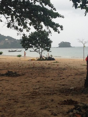 Phuket Airport 24/7 Hotel: The beach a few minutes away
