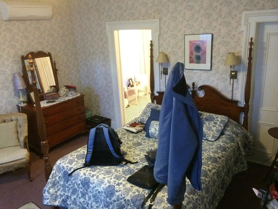 Twin Gables of Woodstock: Room