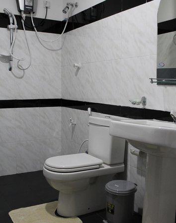 Hotel Le Green Udawalawe Bathroom