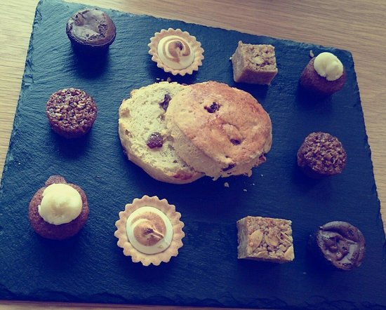 Create Cafe Wakefield: Amazing mini cakes for afternoon tea