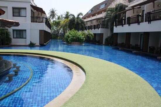 Cha-Da Beach Resort & Spa: Poolen