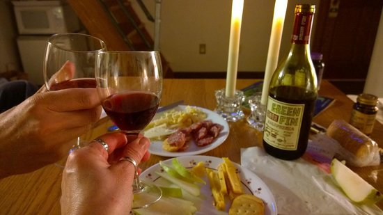 Stone Mill Hotel & Suites : Wine time