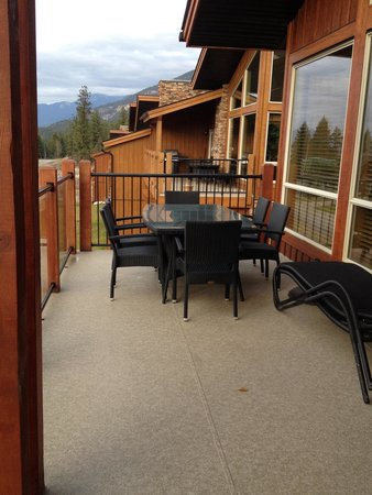 Marble Canyon & The Residences at Fairmont Ridge: Seating on balcony
