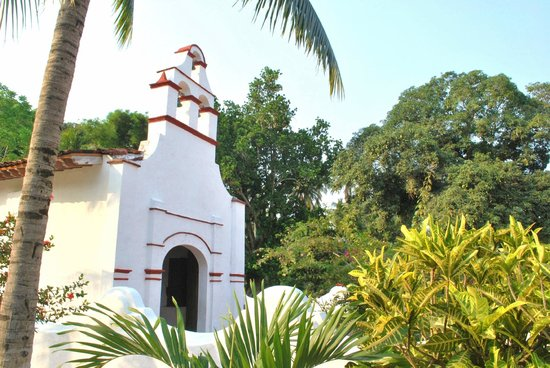 Discover Veracruz - Day Tours: This is one of the first churches built in the Americas (early 1500's)