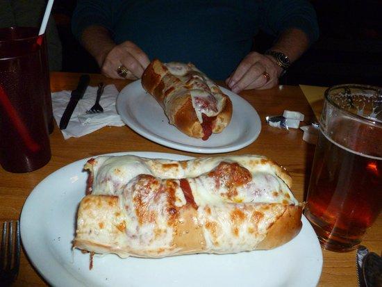 Tom Cavallo's Restaurant : The Cavallo's Tunnel Sandwich