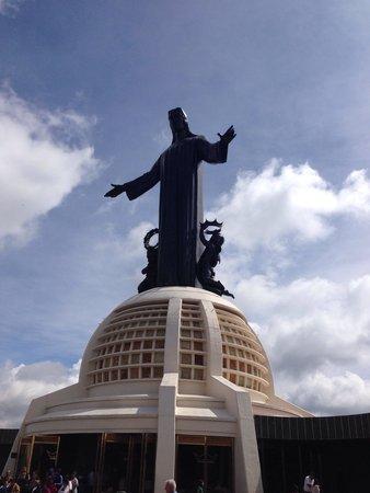 Monumento a Cristo Rey: Santuario en la cima del cerro del cubilete.