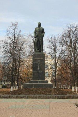 дзержинскому памятник дзержинск фото