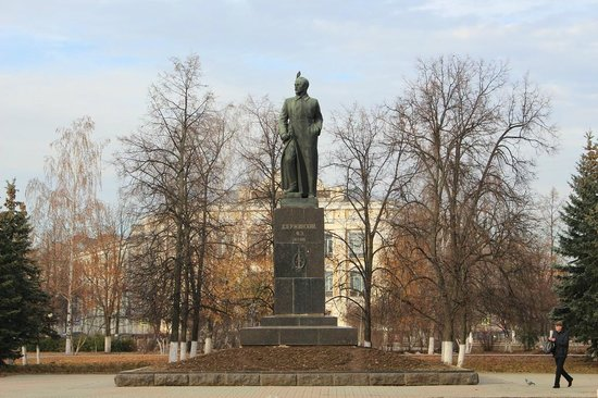 Monument to Dzerzhinskiy