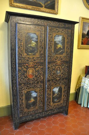 armoire d 39 uz s photo de le duch uz s tripadvisor. Black Bedroom Furniture Sets. Home Design Ideas