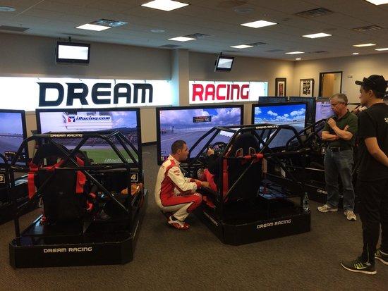 Simulator room picture of dream racing las vegas for Room simulator