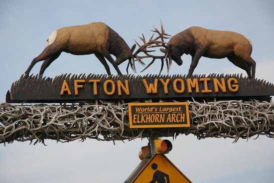 Afton, WY: Battle atop the arch