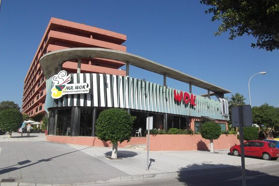 Fuengirola Beach Aparthotel: Mr WOK