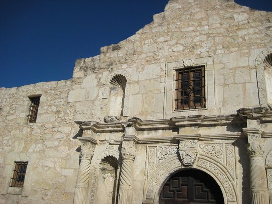 Hotel Indigo San Antonio At The Alamo: Excellent location across from the Alamo and steps from the center of the Riverwalk!!