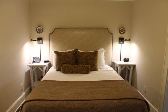 200 Main: Queen Suite Bedroom