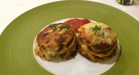 La Gondola: Lasagna, ask for more sauce