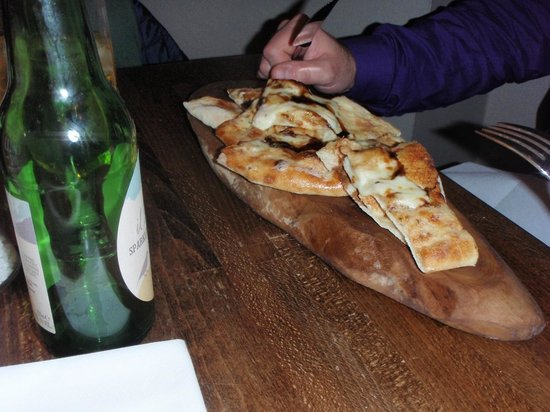 Zizzi - Norwich: Garlic Bread with Mozzarella & caramelised balsamic onions and italian cider