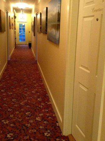 Magnolia Inn: Hall to rooms