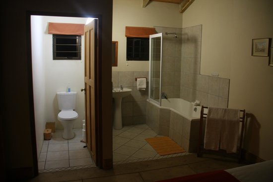 Arch Rock Seaside Accommodation: Kei Apple Bathroom and Toilet