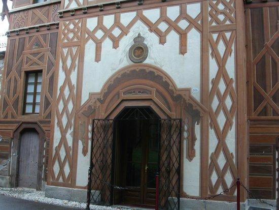 Villa d'Este: Trompe L'oeil Exterior Painting