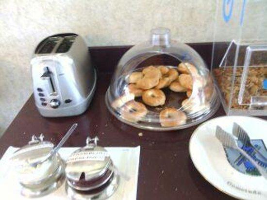 Americas Best Value Inn: Breakfast