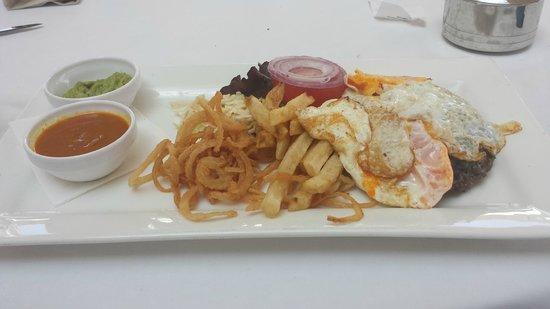 Restaurante La Martina Grill: burger and eggs