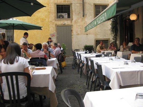 Da Franco Ristorante Pizzeria: За столиками на улице