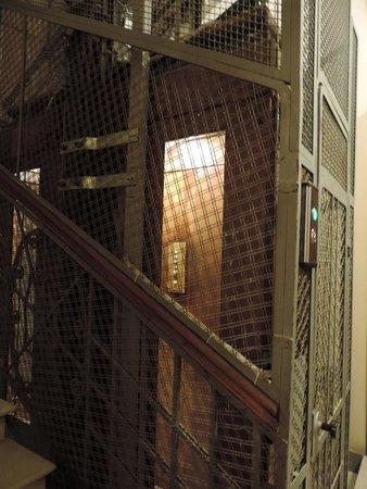 Serendipity Residence : ascensor, como dicen ahora vintage