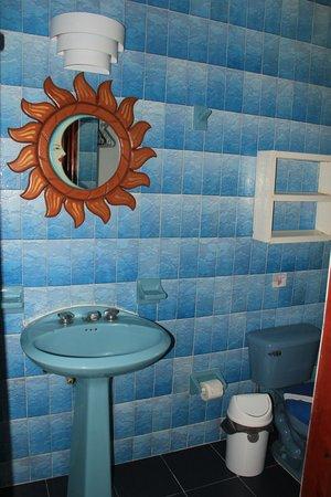 Francis Arlene Hotel: Banheiro