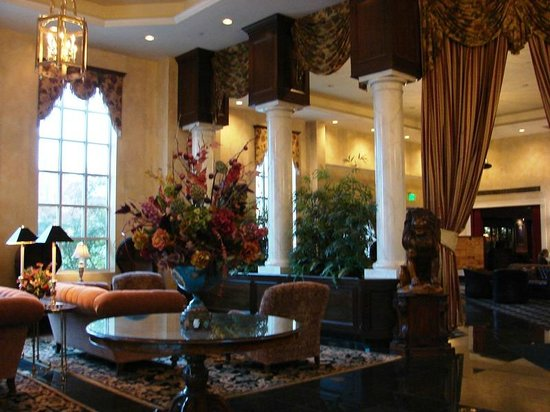 The Genesee Grande Hotel : What a beautiful lobby!