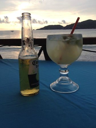 Villa Mexicana Hotel: Cheers right outside