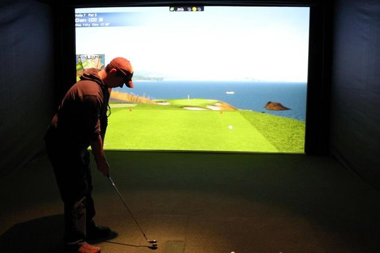 Albatross Sports Grill & Golf Club : More Simulator Action