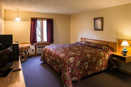 Canaan Village Inn: New Flat Screen TV's Carpeting New Sealy Plush Matresses New Bedspreads