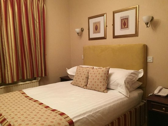 Alveston House Hotel: Bed was comfortable