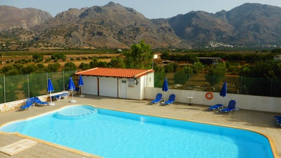 Flisvos Taverna: View of the pool from our balcony