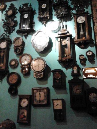 19b7e95d7b1 Decoração com relógios antigos - Foto de Rio Scenarium