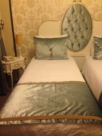 Port Hotel Tophane-i Amire: Zimmer 205. Ausblick auf Moschee und Hamam.