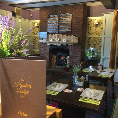 Hunters Lodge Inn: Main Bar