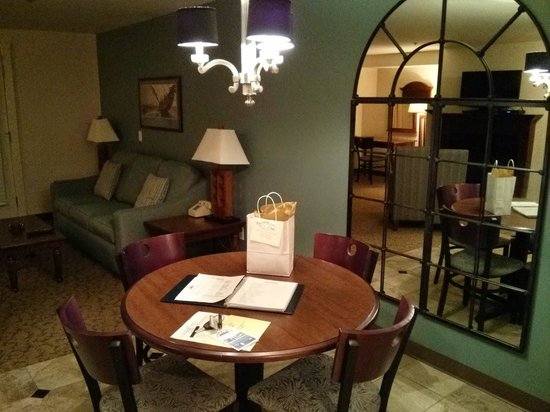 OceanCliff Hotel: Living Room