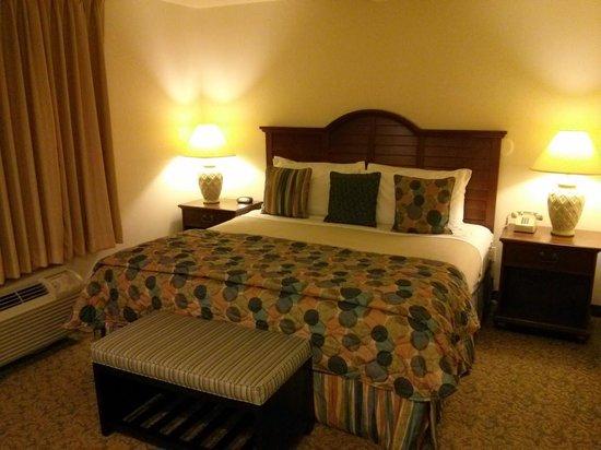 OceanCliff Hotel: Bed
