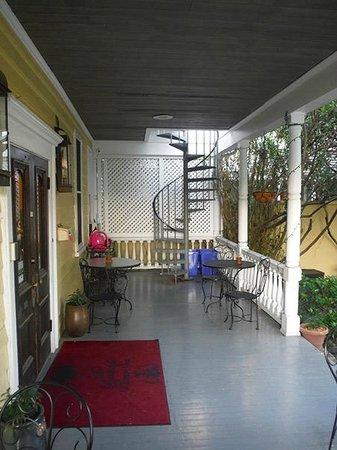 Barksdale House Inn: The Back Porch