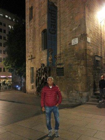 Taverna del Bisbe: il ristorante fa angolo con la cattedrale