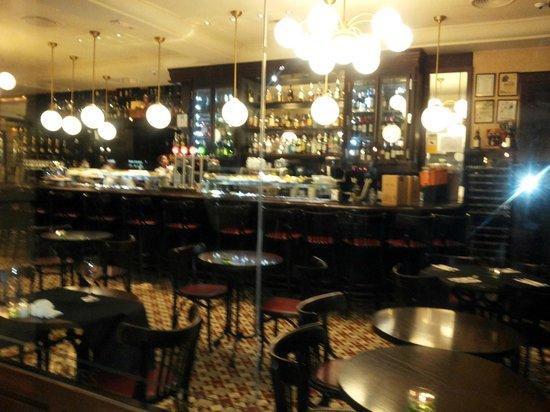 Taverna del Bisbe: interni eleganti , ambiente suggestivo