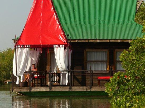 Mandina River Lodge: floating lodge